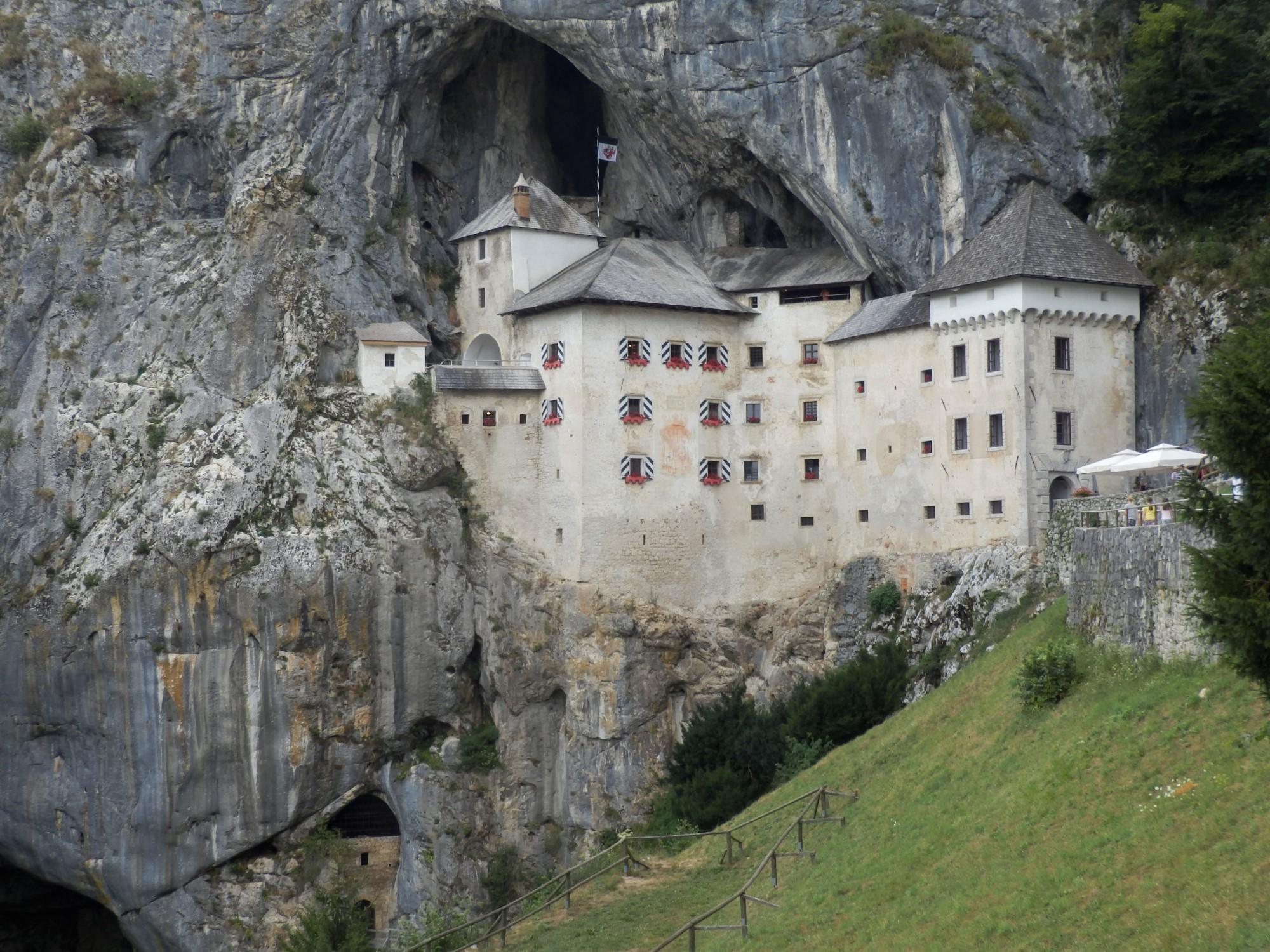 Predjamski Grad największe słoweńskie atrakcje